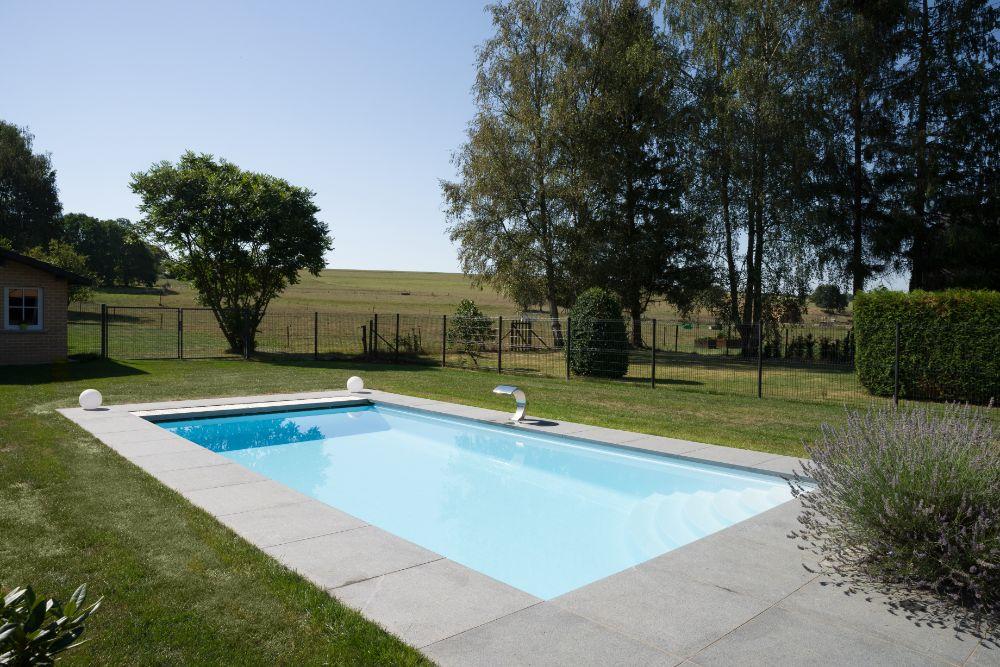 LPW Pools_ Carré Snow White_Covrex Steel Grey (4)