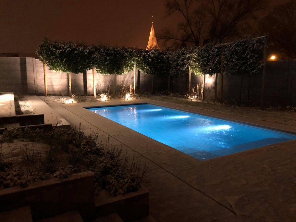 Zwembad sneeuw